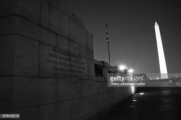 washington monument seen from footpath at night - war memorial stock pictures, royalty-free photos & images