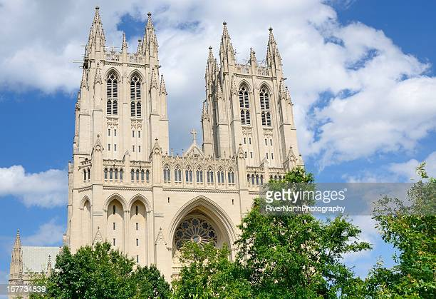 washington national cathedral - national cathedral stock pictures, royalty-free photos & images