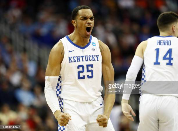Washington of the Kentucky Wildcats celebrates against the Houston Cougars during the 2019 NCAA Basketball Tournament Midwest Regional at Sprint...