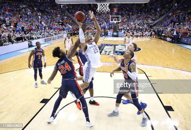 Washington of the Kentucky Wildcats drives to the basket against the Auburn Tigers during the 2019 NCAA Basketball Tournament Midwest Regional at...
