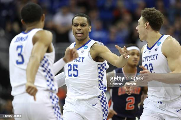 Washington of the Kentucky Wildcats reacts with Keldon Johnson and Reid Travis of the Kentucky Wildcats against the Auburn Tigers during the 2019...