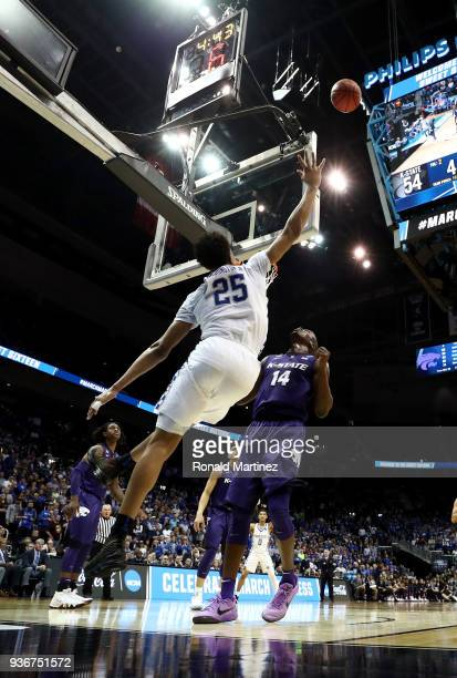 Washington of the Kentucky Wildcats shoots over the backboard in teh second half against Makol Mawien of the Kansas State Wildcats during the 2018...
