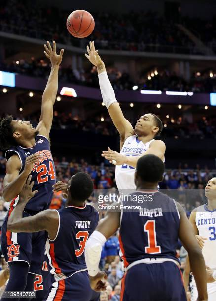 Washington of the Kentucky Wildcats shoots the ball against Anfernee McLemore of the Auburn Tigers during the 2019 NCAA Basketball Tournament Midwest...