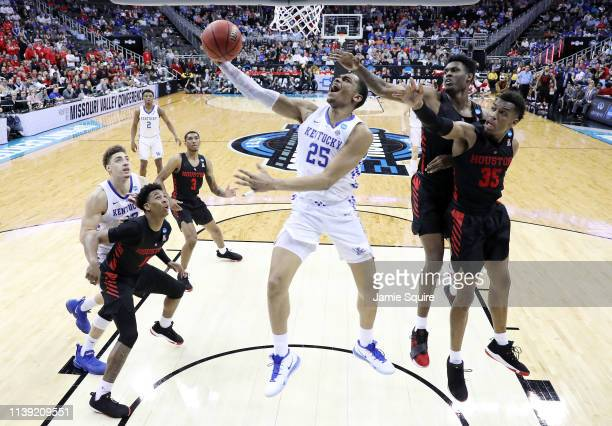 Washington of the Kentucky Wildcats shoots the ball against the Houston Cougars during the 2019 NCAA Basketball Tournament Midwest Regional at Sprint...