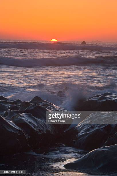 usa, washington, olympic np, rialto beach, waves and rocks, sunset - rialto beach stock photos and pictures