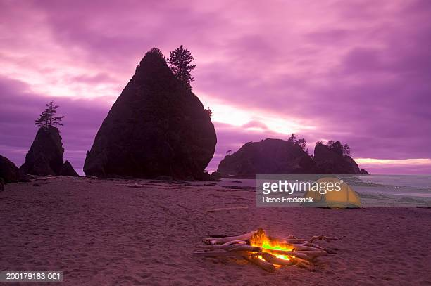 usa, washington, point of the arches, campfire and tent, sunset - travel14 stock pictures, royalty-free photos & images
