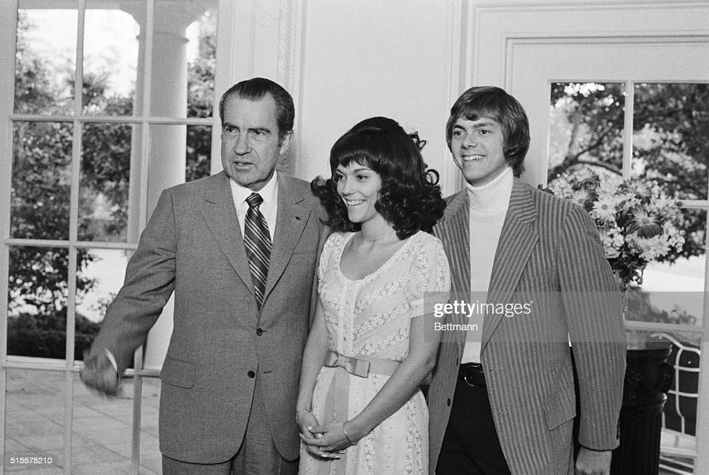 Karen & Richard Carpenter W/ Nixon : News Photo