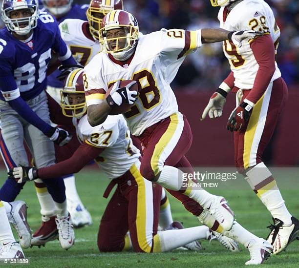 Washington Redskin Darrell Green runs with the ball in the second half against the New York Giants at FedEx Field in Landover MD 03 December 2000 The...