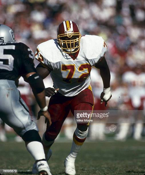 Washington Redskins defensive end Dexter Manley in action during the Redskins 3724 loss to the Los Angeles Raiders on October 29 1989 at the Los...