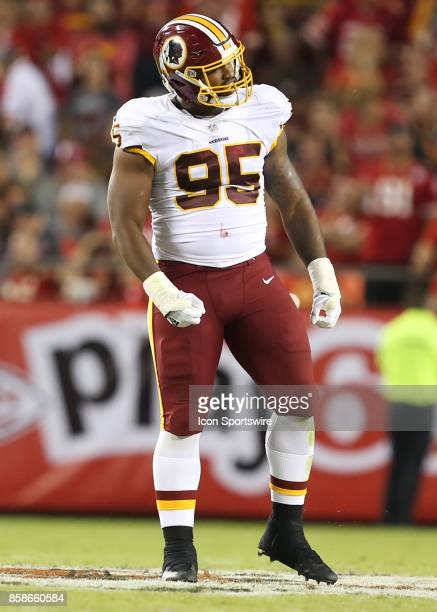 Washington Redskins defensive end Jonathan Allen celebrates a tackle in the second quarter of an NFL game between the Washington Redskins and Kansas...