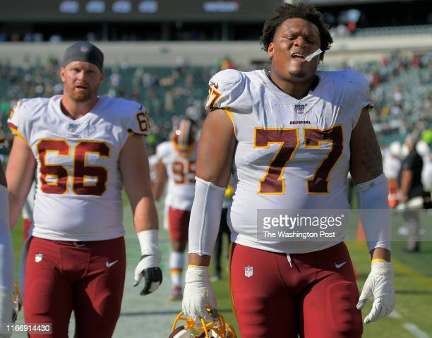 Washington Redskins offensive linemen Tony Bergstrom , left, and Ereck Flowers head to the locker room after the Philadelphia Eagles defeat of the...