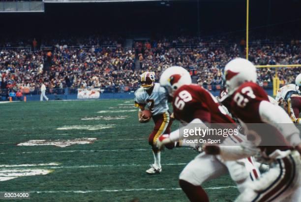 Washington Redskins quarterback Joe Theismann scrambles against the Arizona Cardinals