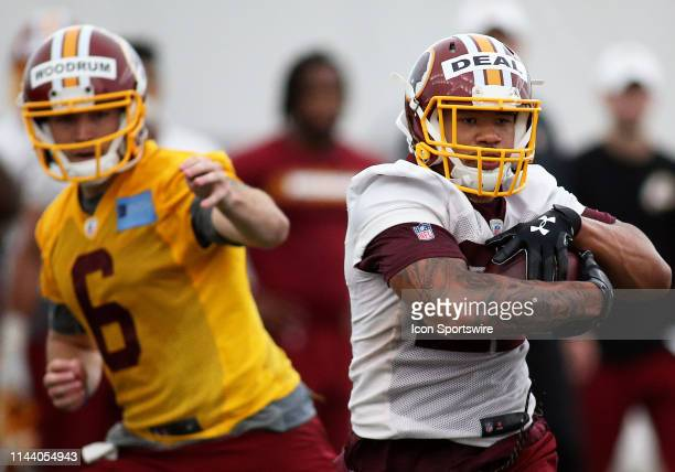 Washington Redskins quarterback Josh Woodrum hands the ball of to Washington Redskins running back Taiwan Deal during the Washington RedskinsRookie...