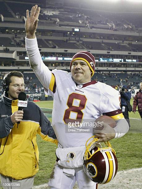Washington Redskins quarterback Mark Brunell waves to Redskins fans while leaving the field after the game Sunday January 1 2006 at Lincoln Financial...