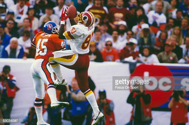 Washington Redskins' receiver Art Monk jumps and catches a pass during Super Bowl XXII against the Denver Broncos at Jack Murphy Stadium on January...