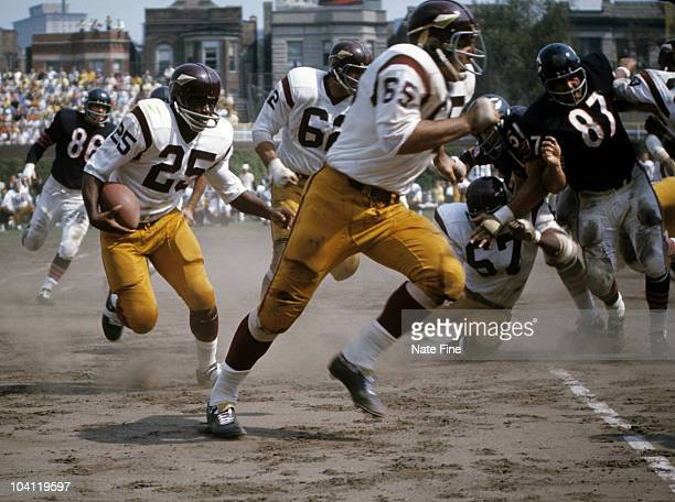 Washington Redskins running back AD Whitfield carries the football during the Redskins 3828 victory over the Chicago Bears on September 15 1968 at...