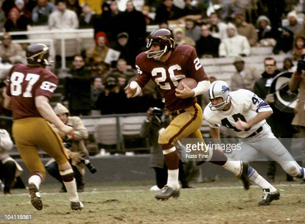 Washington Redskins running back Bob Brunet carries the football during the Redskins 143 victory over the Detroit Lions on December 15 1968 at DC...
