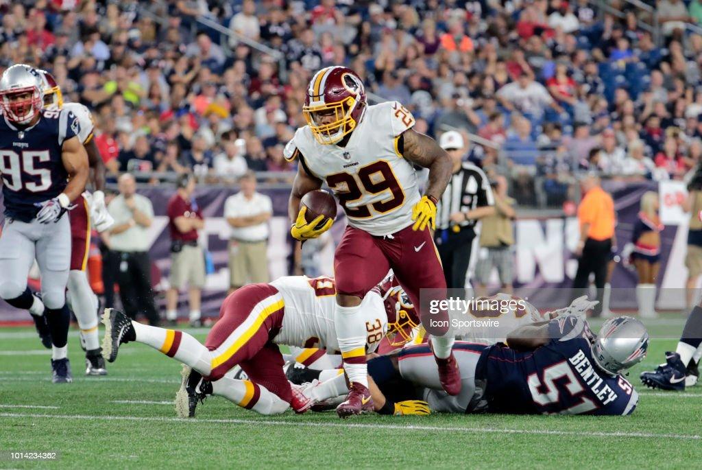 Washington Redskins running back Derrius Guice breaks through the ... 08353c0de