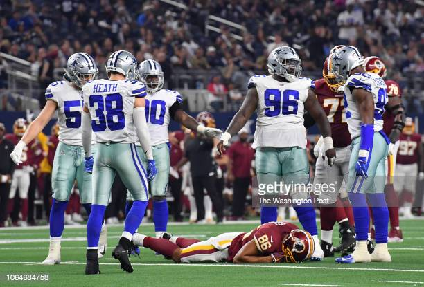 Washington Redskins tight end Jordan Reed remains on the turf following a hit by Dallas Cowboys middle linebacker Jaylon Smith and Dallas Cowboys...