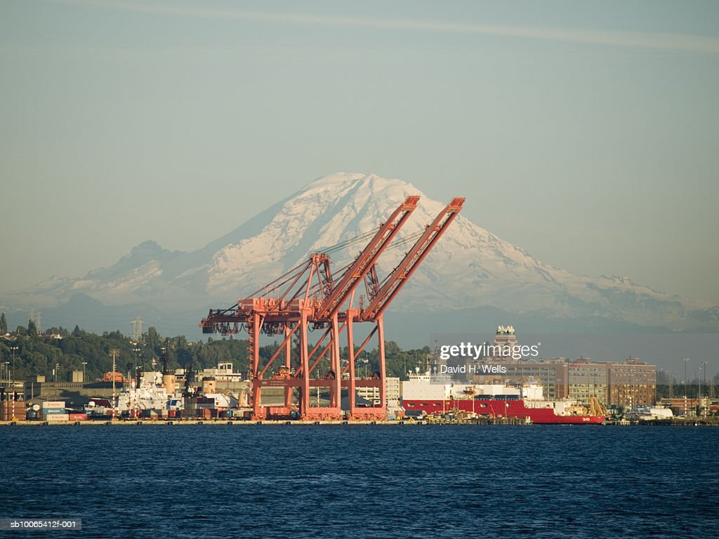 USA, Washington, Seattle, cargo container port cranes in port of Downtown Seattle : Foto stock