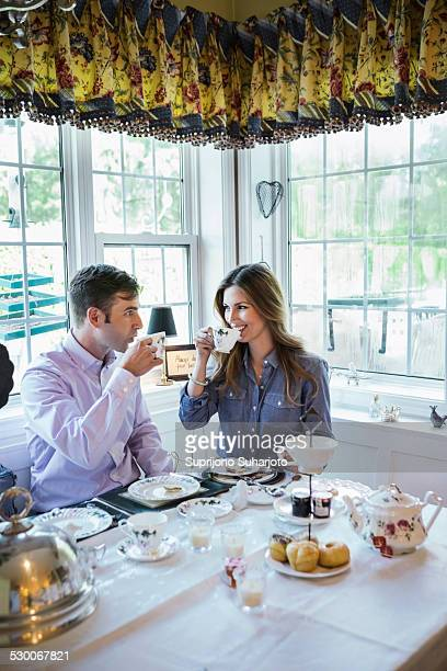USA, Washington, Seattle, Couple eating together in dining room