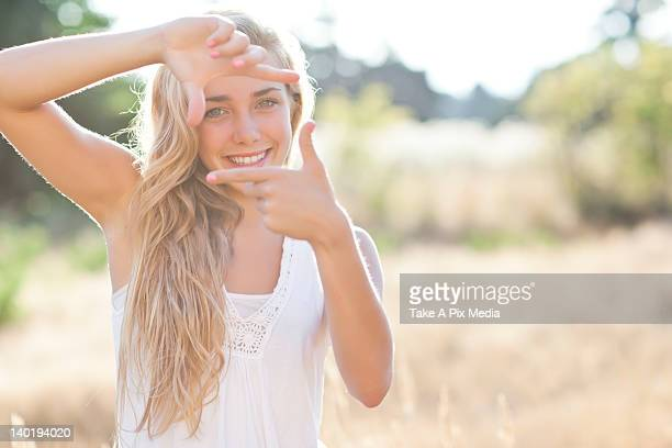 USA, Washington, Seattle, Teenage girl (16-17) displaying finger frame
