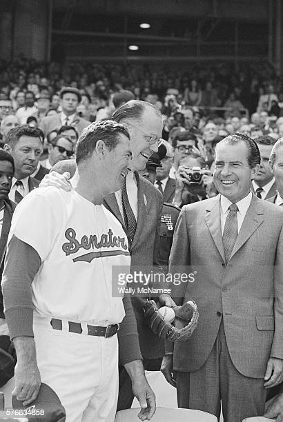 Washington Senators manager Ted Williams and Baseball Commissioner Bowie Kuhn talk with President Richard Nixon