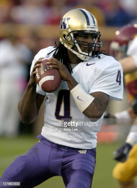 Washington sophomore quarterback Isaiah Stanback drops back to pass during the second quarter of 38-0 loss to USC in Pacific-10 Conference football...