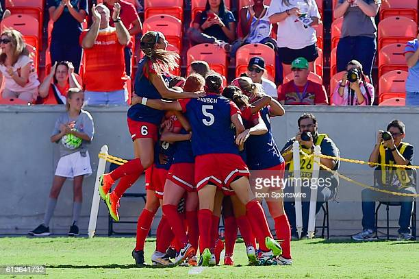 Washington Spirit team celebrates Washington Spirit forward Crystal Dunn's first half goal during the 2016 NWSL Championship soccer match between WNY...