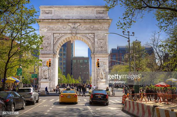 washington square arch,  5th avenue, manhattan, new york. - washington square park stock pictures, royalty-free photos & images