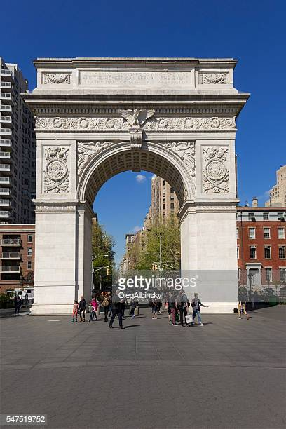 washington square arch and 5th avenue, manhattan, new york. - washington square park stock pictures, royalty-free photos & images
