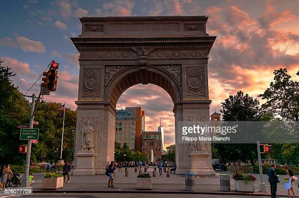 washington square arch at sunset - washington square park stock pictures, royalty-free photos & images