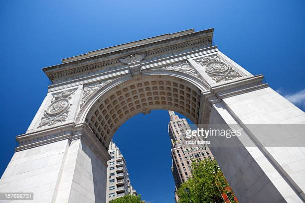 washington square arch - washington square park stock pictures, royalty-free photos & images