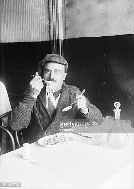 Washington St., New York City, NY: Italian eating his national dish.
