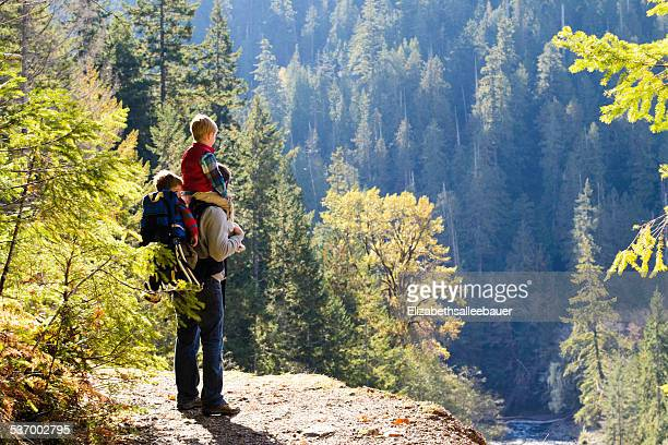 USA, Washington State, Father and two boys (2-3, 4-5) hiking in mountains