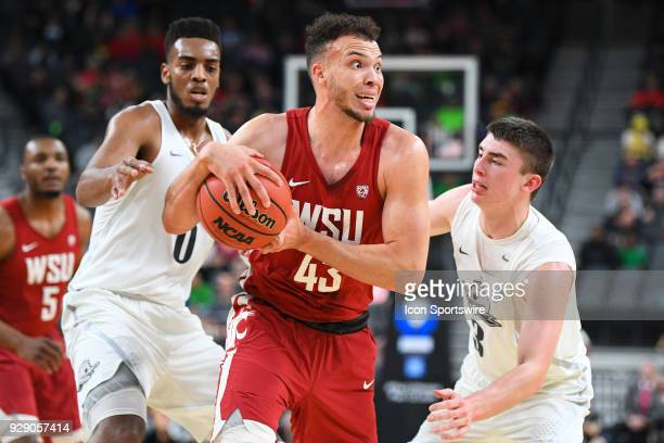 Washington State forward Drick Bernstine looks to make a pass under heavy pressure from Oregon forward Troy Brown and Oregon guard Payton Pritchard...