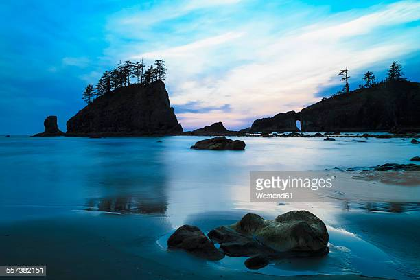 usa, washington state, olympic peninsula, olympic national park, pacific ocean, second beach with rock islands and rock needles in the evening - international landmark stock pictures, royalty-free photos & images