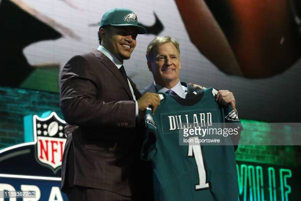 Washington State tackle Andre Dillard poses with NFL Commissioner Roger Goodell after being selected with the 22nd pick by the Philadelphia Eagles in...