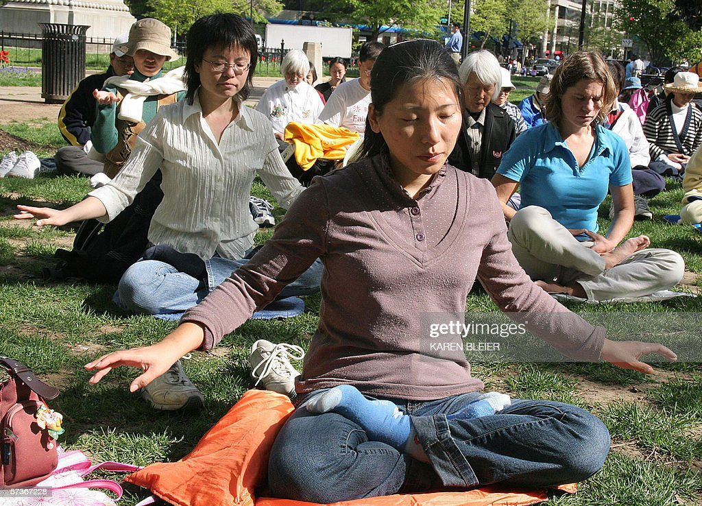 Falun Gong practitioners meditate 19 Apr : News Photo