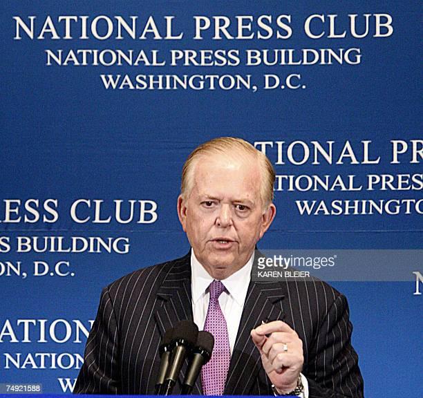 Washington, UNITED STATES: Lou Dobbs, anchor and managing editor of CNN's Lou Dobbs Tonight program, speaks 26 June, 2007 at the National Press Club...