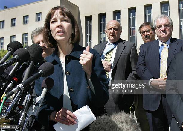 New York Times reporter Judith Miller speaks to reporters 30 September 2005 outside the US Disctrict Court House in Washington DC after testifying...