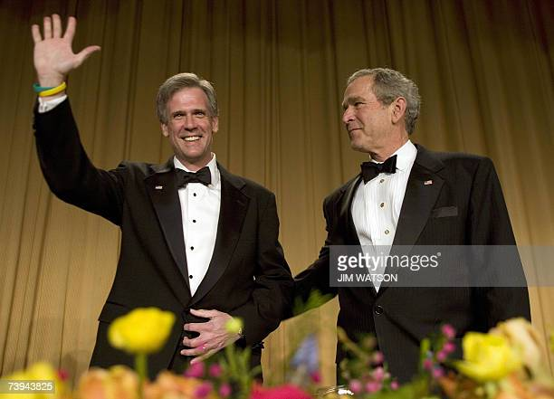US President George W Bush pats White House Spokesman Tony Snow on the back as he is welcomed to the White House Correspondents' Association Dinner...