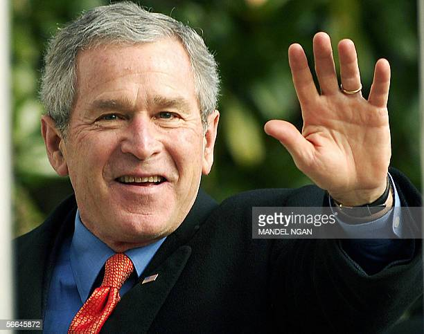 Washington, UNITED STATES: US President George W. Bush waves 22 January 2006 upon return to the White House. The Bushes spent the weekend at the Camp...