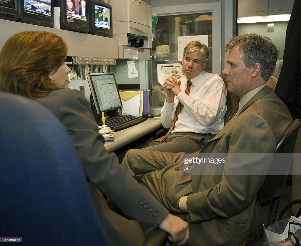 US President George W. Bush's new press secretary Tony Snow (R) chats with NBC White House correspondents Kelly O'Donnell (L) and David Gregory (rear) inside the White House workbooth, in the White House press room 27 April 2006 in Washington,DC. Snow is making the most of his time as President Bush travels outside Washington, before his first 'official' day on the job as Bush's spokesman 08 May 2006.