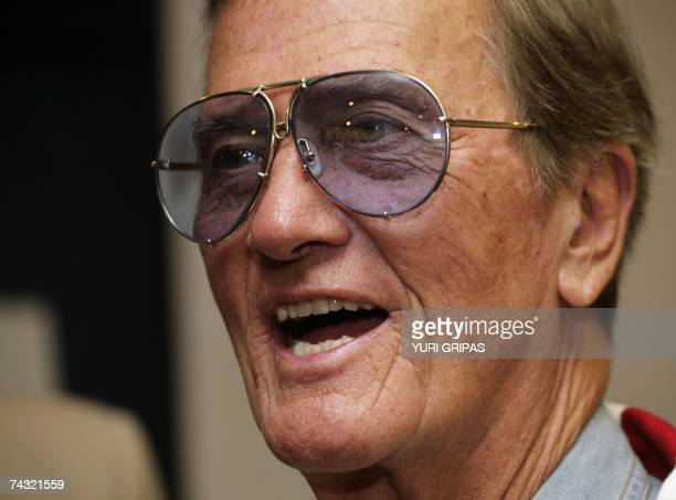 Washington, UNITED STATES: US Singer Pat Boone speaks during a news conference at the National Press Club in Washington, DC 25 May, 2007. Boone...