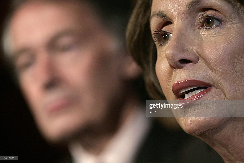 US Speaker of the House Nancy Pelosi spe... : News Photo
