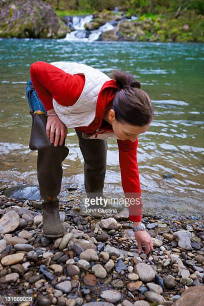 USA, Washington, Vancouver, Woman skipping stones in river