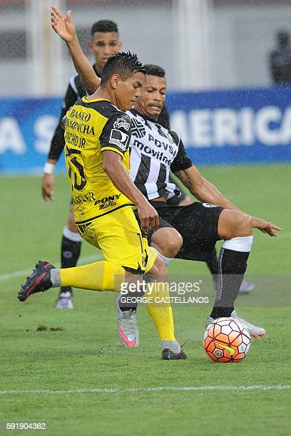 Washington Vera of Ecuador's Barcelona vies for the ball with Angel Faria of Venezuela's Deportes Zamora during their Copa Sudamericana football...