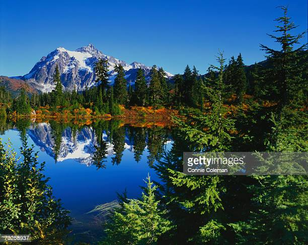 USA, Washington, Whatcom County, Mount Baker-Snoqualmie National Forest, Mount Shuksan reflected in lake
