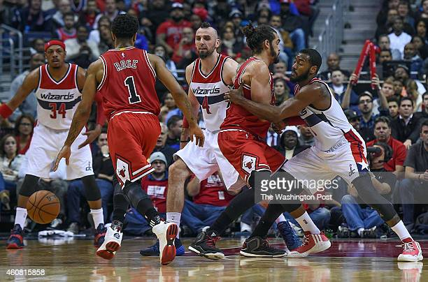 Washington Wizards guard John Wall right gets held to the outside by Chicago Bulls center Joakim Noah as Chicago Bulls guard Derrick Rose brings the...